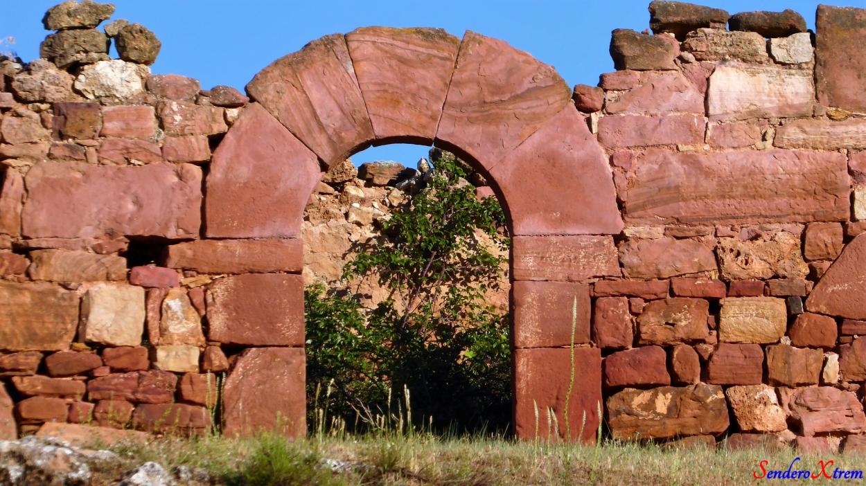 Antiguo arco en puerta espectacular