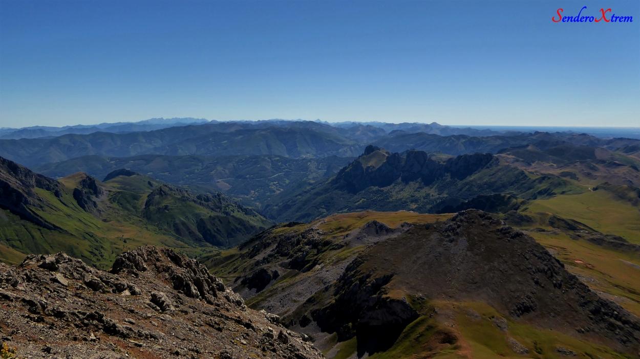Vistas al Espigüete, curavacas, los picos de Europa...